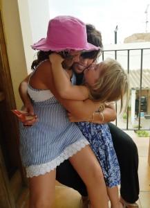 abrazo Marta, Sara y Noa