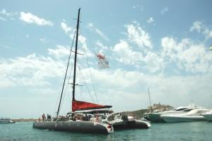 Barco sale del puerto de Ibiza web portada
