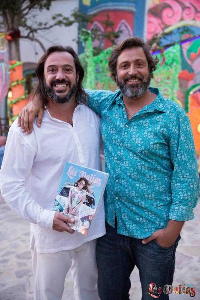 Sena y Chema con la revista de Las Dalias