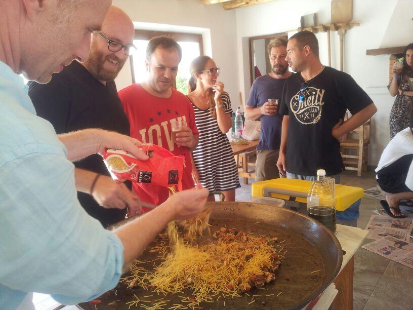 Duelo paella contra fideuá en Ibiza