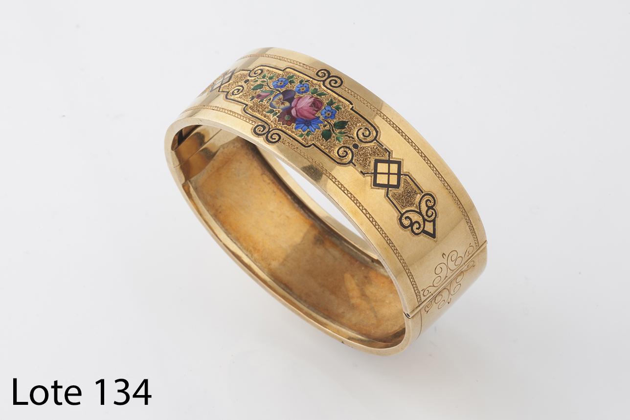 Lote 134_Pulsera f.S- XIX de oro y esmalte. Salida 850 euros